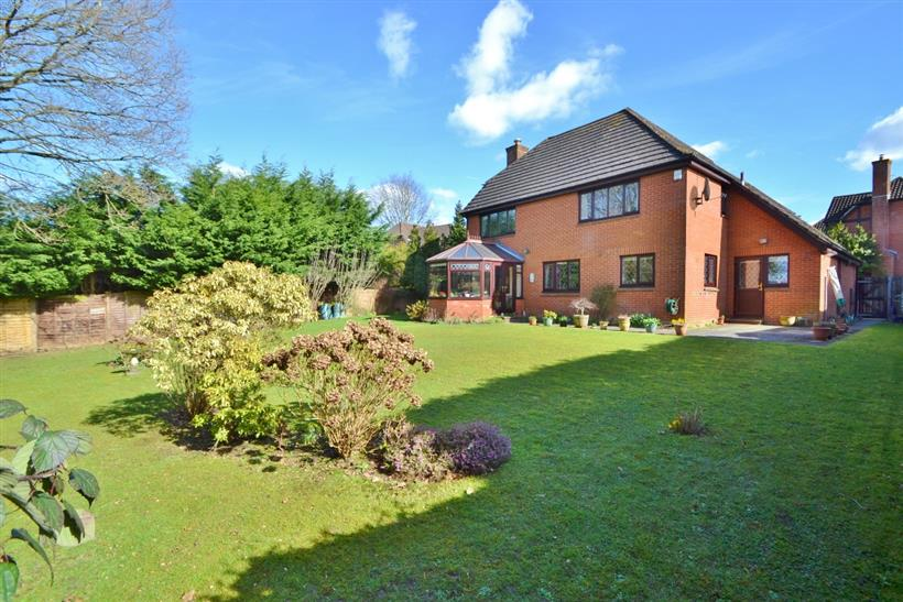 FANTASTIC FAMILY HOME WITH WESTERLY FACING GARDEN