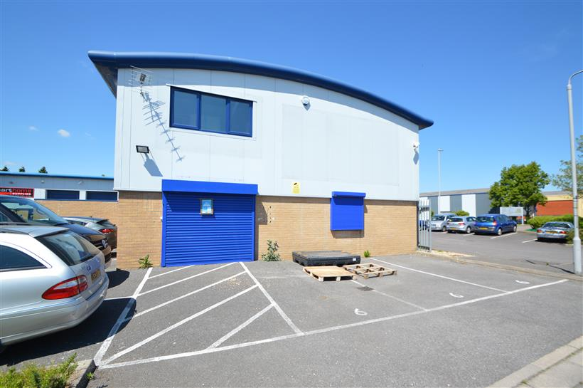 Rent Reduction For Modern End Terrace Industrial Premises With Visiblity To Ringwood Road