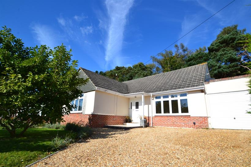 A Fantastic Opportunity To Acquire A Four Bedroom Detached Chalet Bungalow In Coy Pond