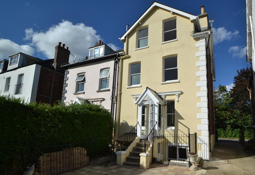 Victorian Semi Detached Residence Within Salisbury City Centre