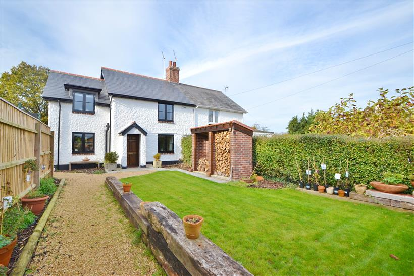 Stunning character cottage for sale in Verwood @ £394,950