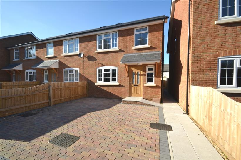 Save £600.00 If You Move Into This Property Before Xmas (subject to terms & conditions)