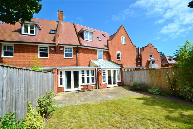 Stunning Townhouse Let On First Viewing