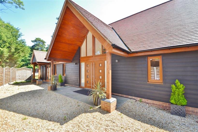 Stunning Five Bedroom Detached House In Chilworth To Let!