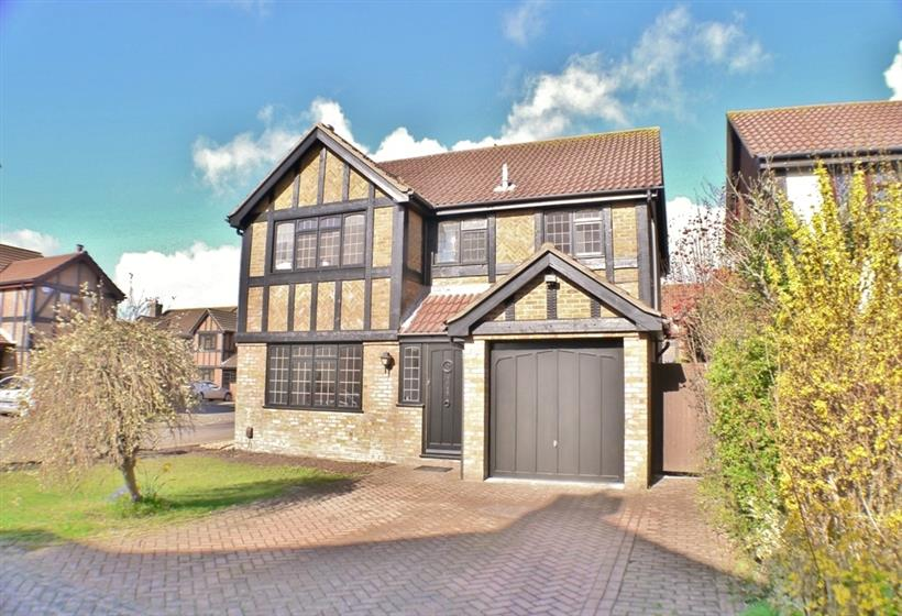 Detached Family Home in Desirable Location