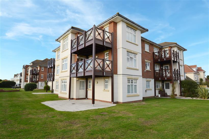 Spacious Apartment Close to Southbourne Cliff Tops with Patio