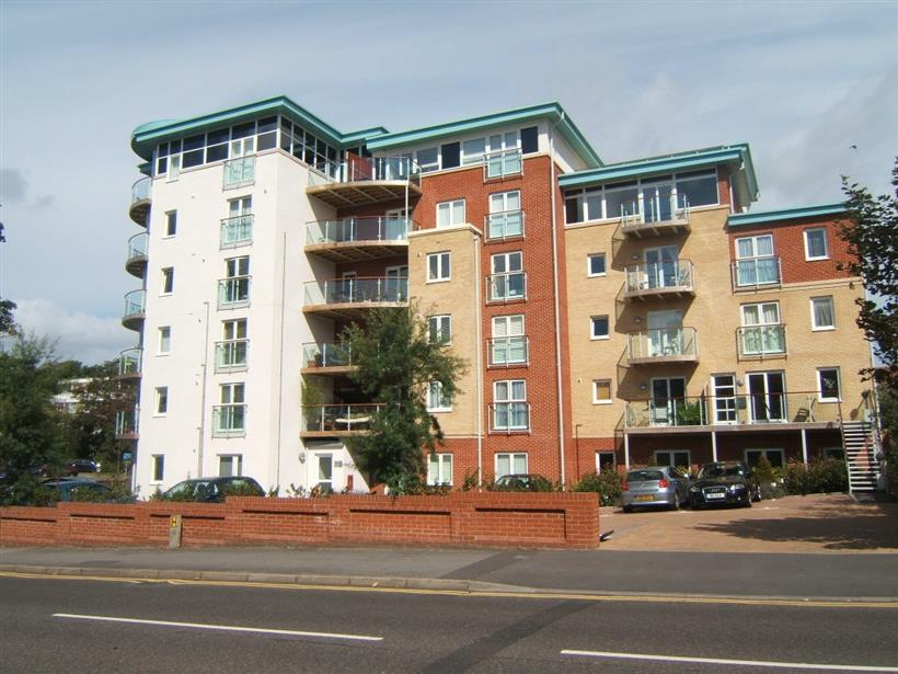 A Spacious One Bedroom Apartment in Boscombe Spa