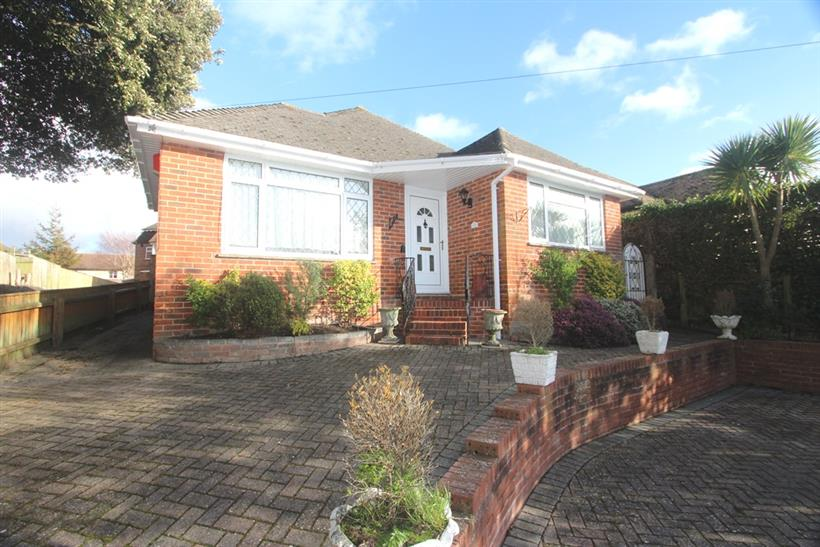 Detached Bungalow in Popular Stanpit Location