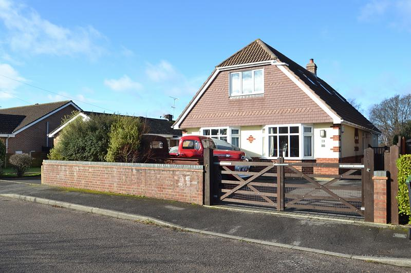 Deceptivley Spacious Four Double Bedroom Detached Chalet Bungalow