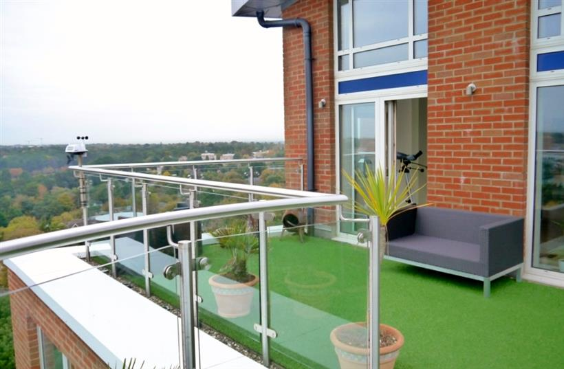 Stunning Penthouse Apartment To Let!