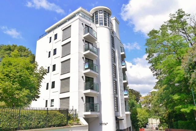 Modern, Town Centre Apartment To Let!